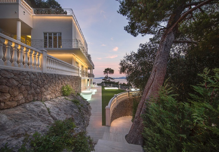 CONTEMPORARY COTE D'AZUR VILLA